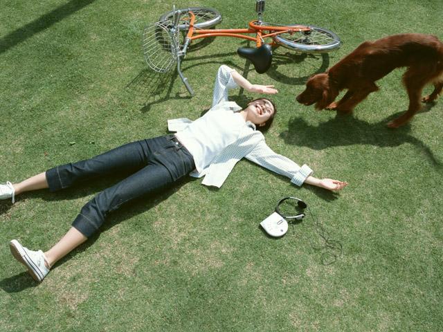おもいっきり休憩中の女性