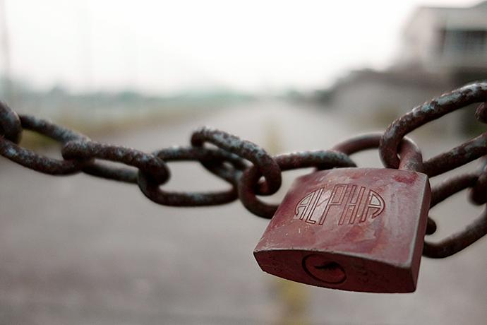 鎖と鍵につながれている画像