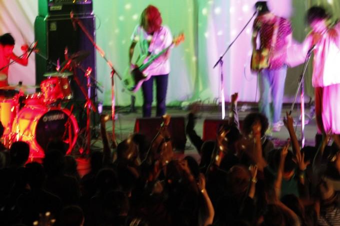 ライブ中のバンド