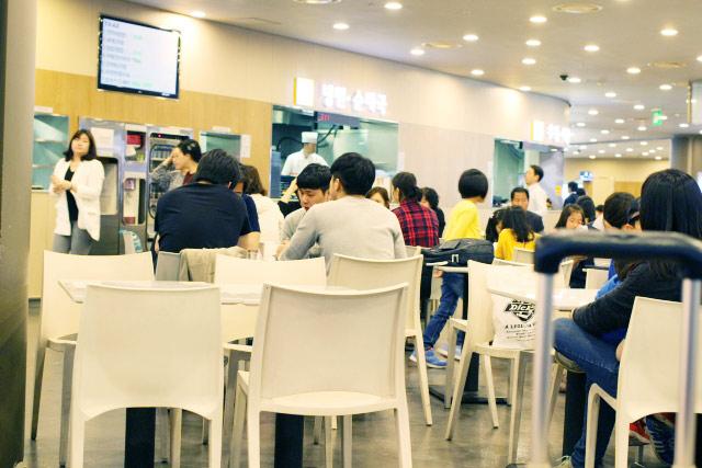 大学の食堂